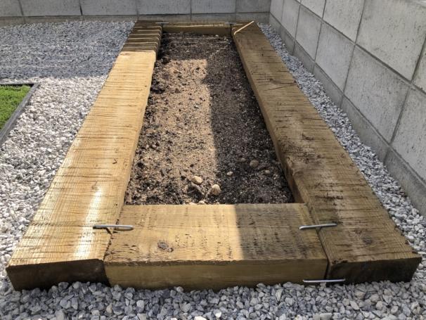 菜園 枕木